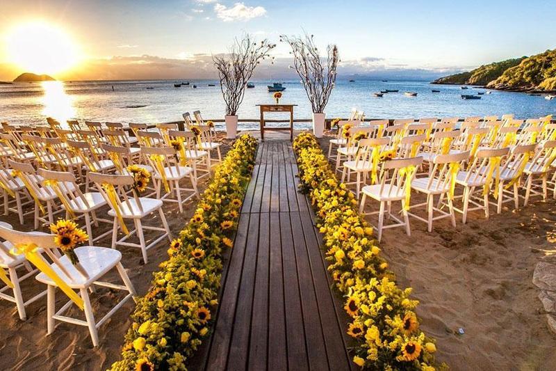 Ấn tượng với cách trang trí tiệc đám cưới bằng hoa hướng dương tuyệt đẹp