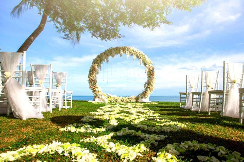 Bật mí một số cổng hoa đẹp cho tiệc cưới ngoài trời thêm hoàn hảo