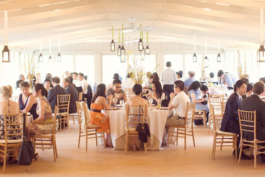 Đặt tiệc cưới tại nhà quận 12 – Cách sắp xếp chỗ ngồi hoàn hảo trong bữa tiệc